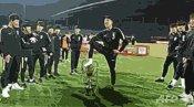 韓国サッカー u-18 優勝カップ 排尿ポーズ 画像 謝罪 動画